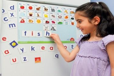 לשחק וללמוד אותיות ומילים באנגלית